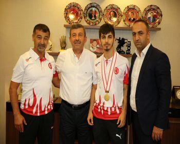 Dünya Şampiyonu Şamdan
